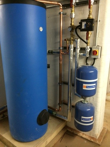 Unvented hot water calorifier